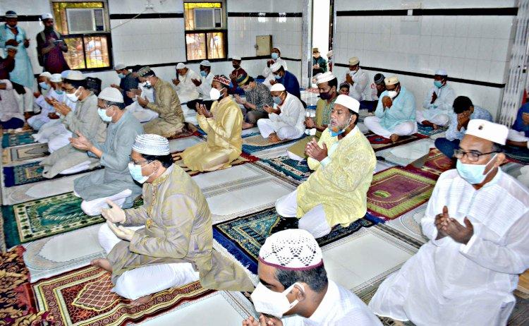 দিনাজপুর জেলা শহরসহ জেলার ১৩টি উপজেলার প্রায় ৭ হাজার মসজিদে ঈদুল আযহা'র জামায়াত অনুষ্ঠিত